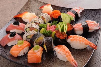talíř sushi